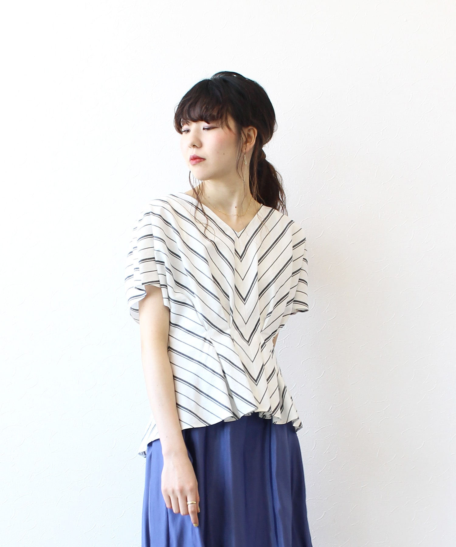 <B7>waist tuck stripe blouse