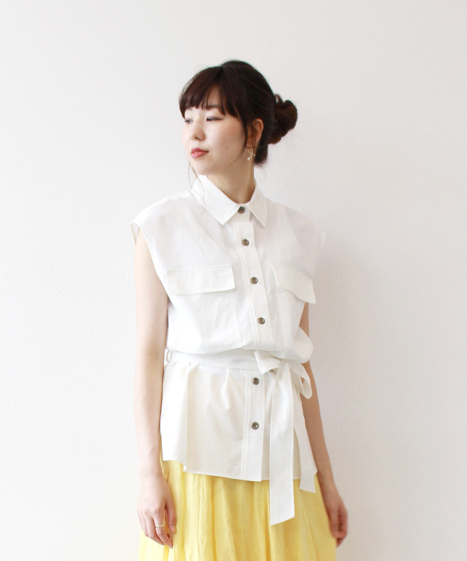 <B7 >trench belt blouse