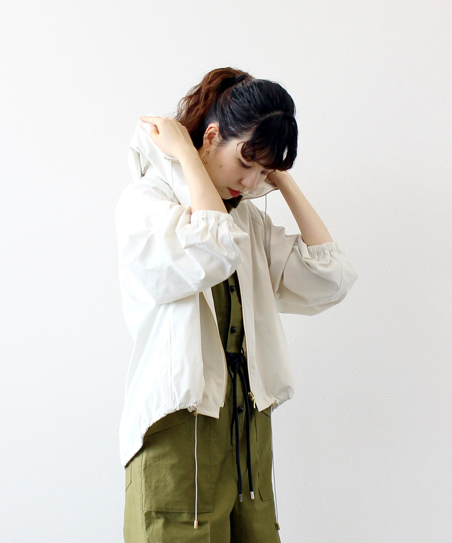 <B7>hooded short blouson
