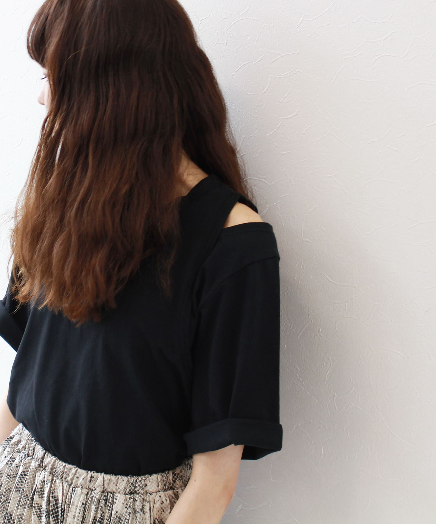 <Sugar Rose>asymmetry shoulder slit tee