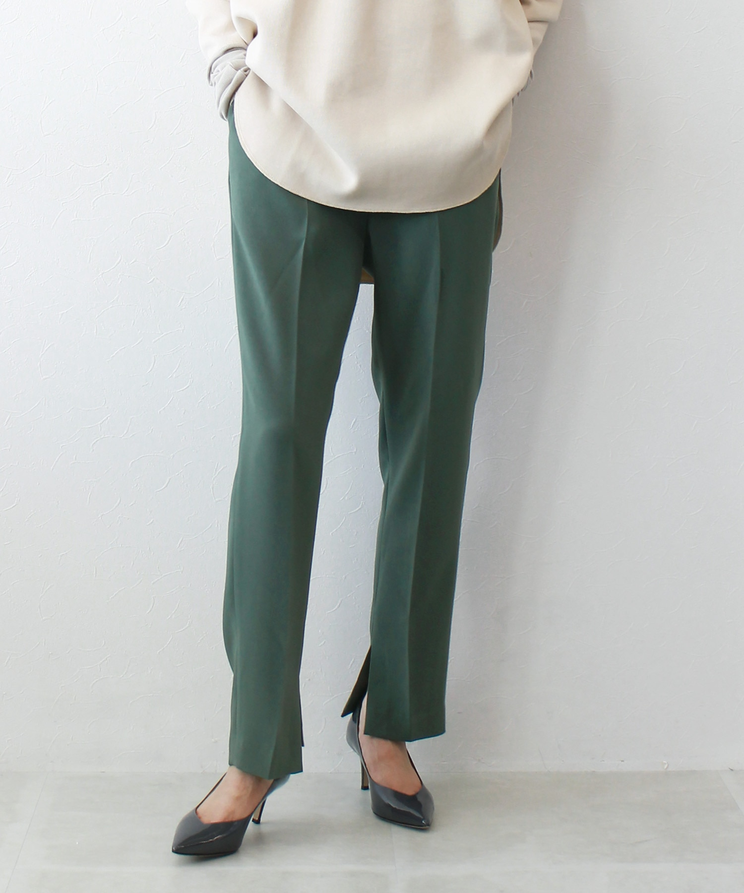 <B7>inner slit tapered pants