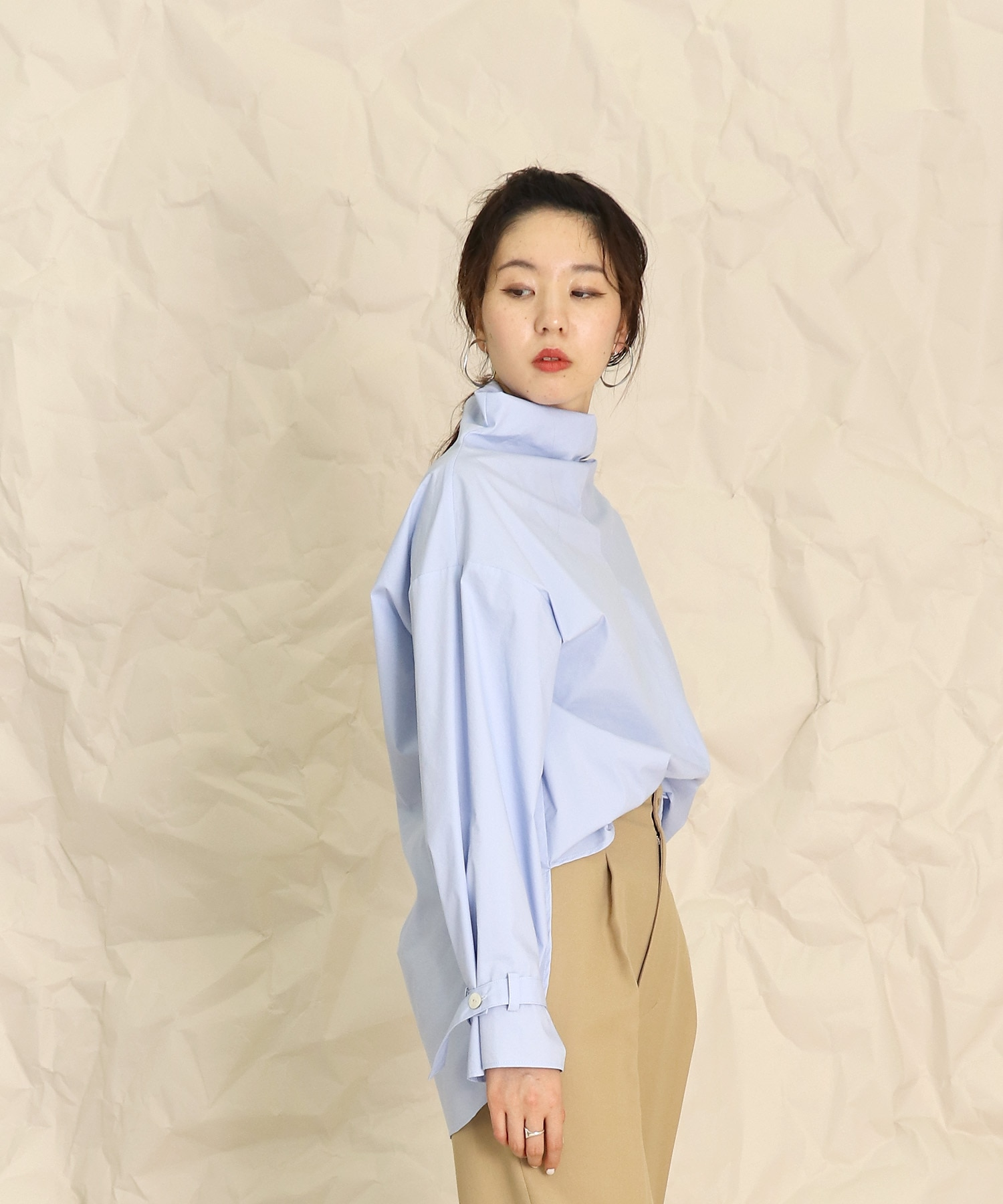 <B7>typewriter high neck blouse