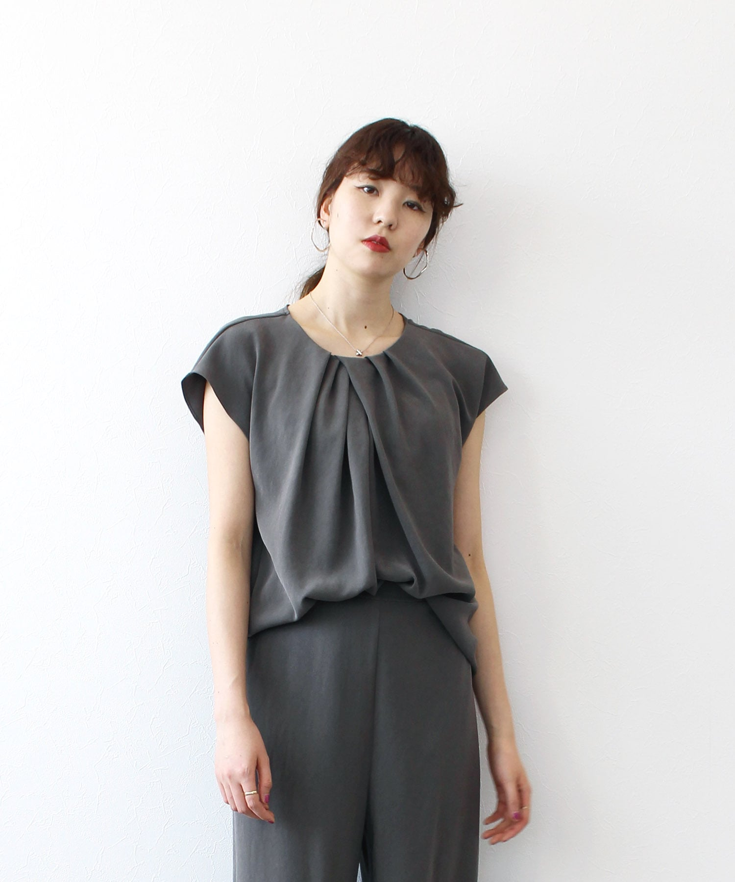 <B7>soar pearl double cross blouse