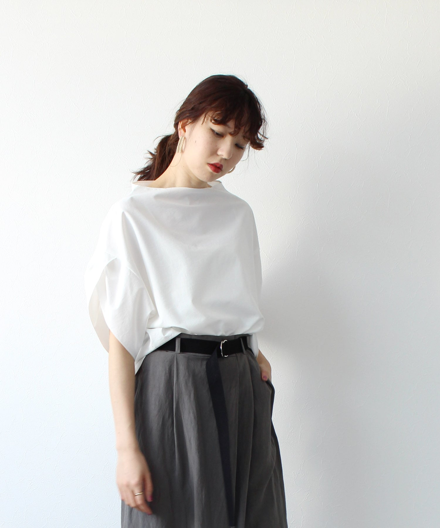 <B7>bottle neck flare blouse