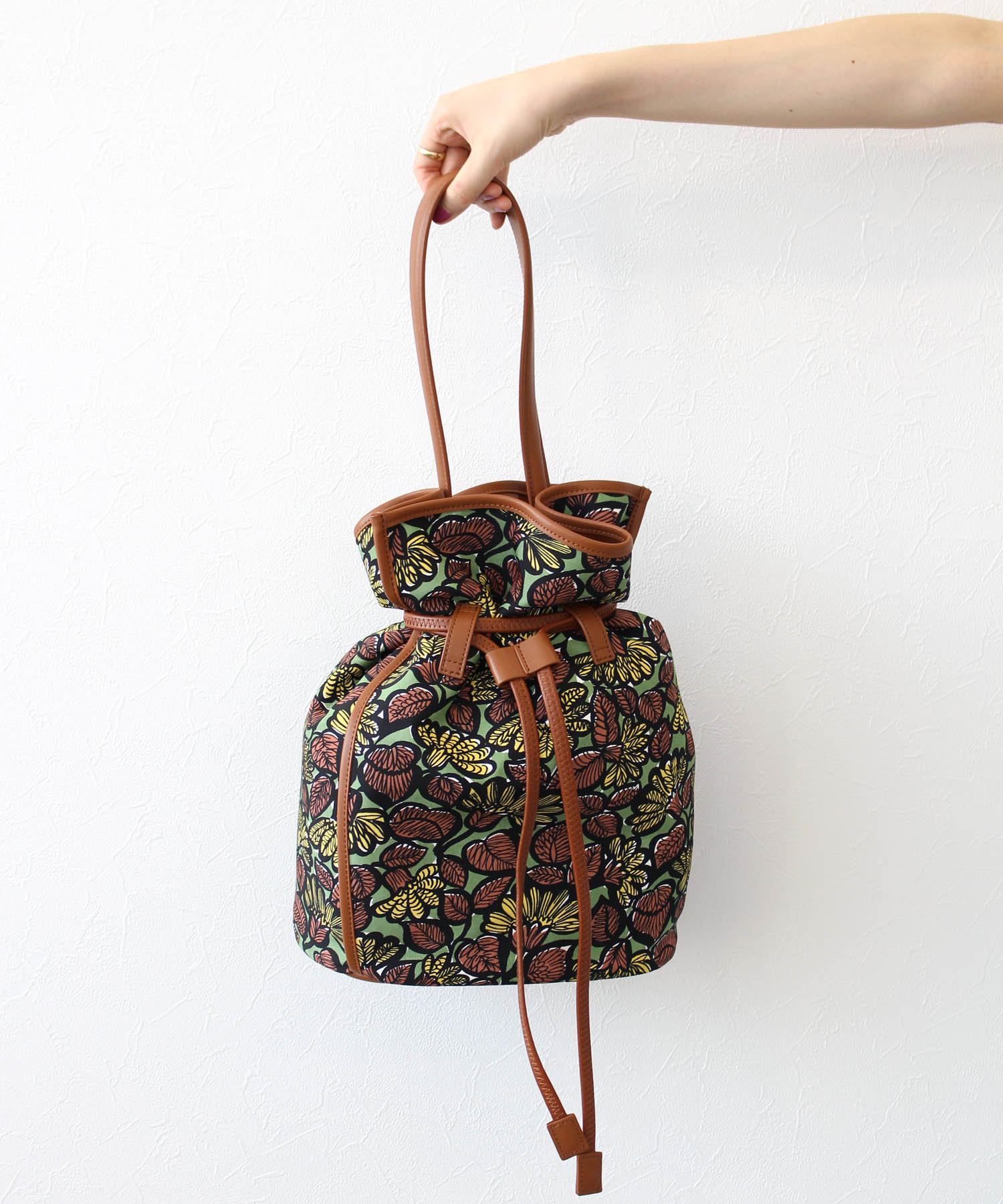 <the dilettante>drawing aloha print bag