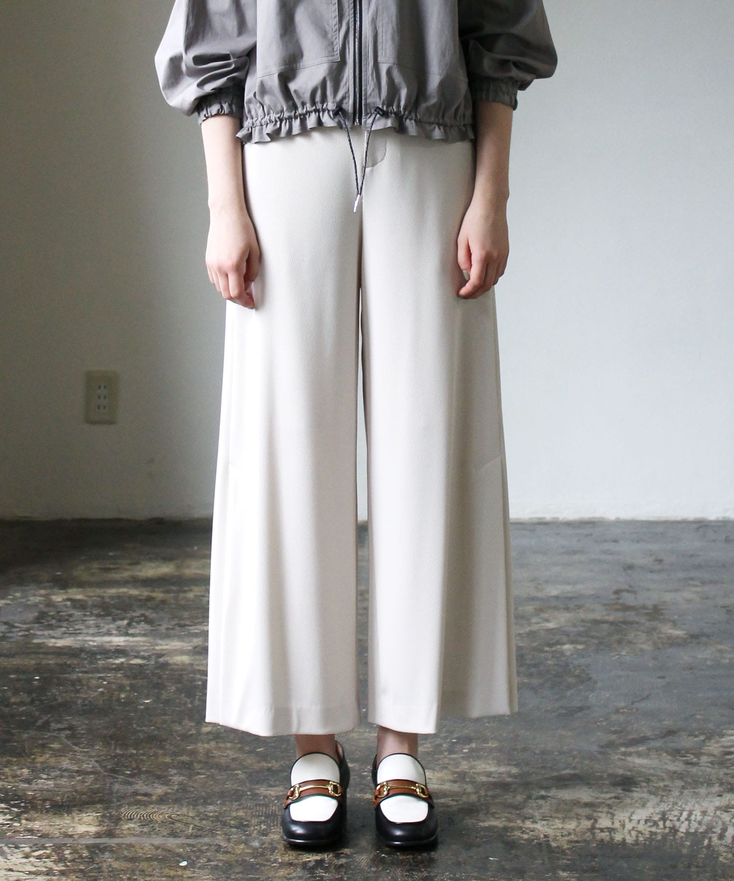 <B7>side vents rib wide pants