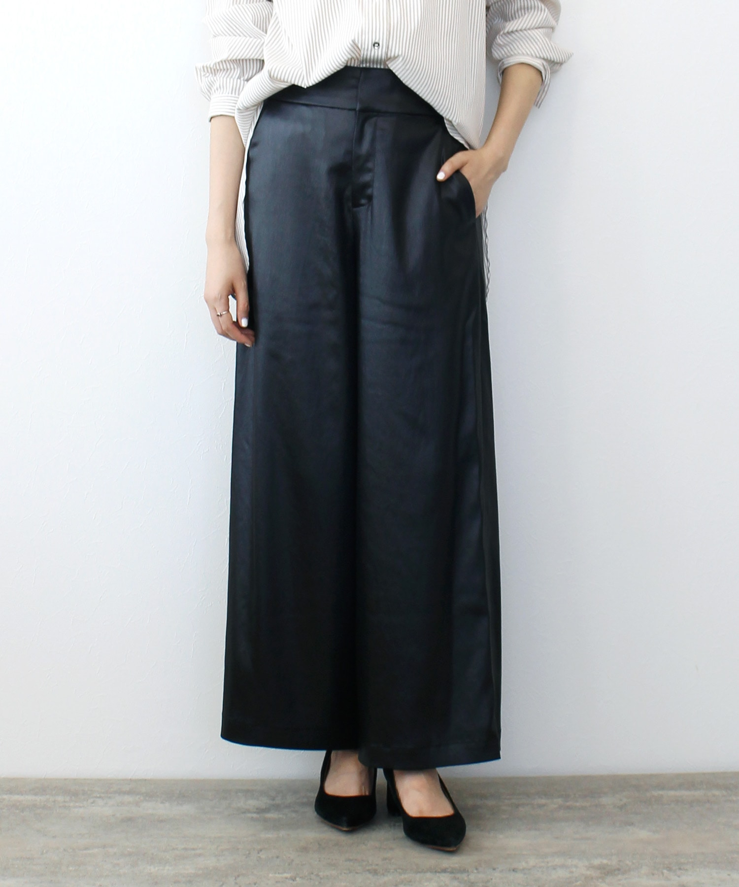 <B7>leatherlike satin pants