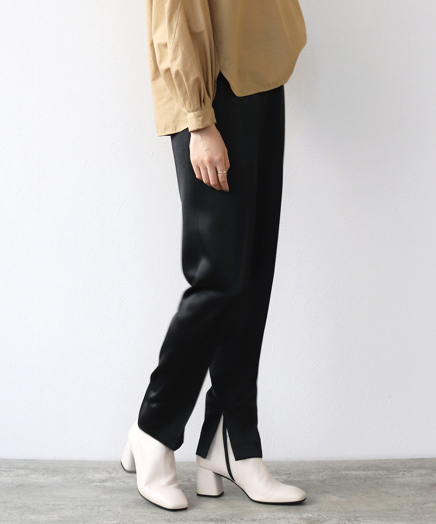 <B7>satin slit tapared pants