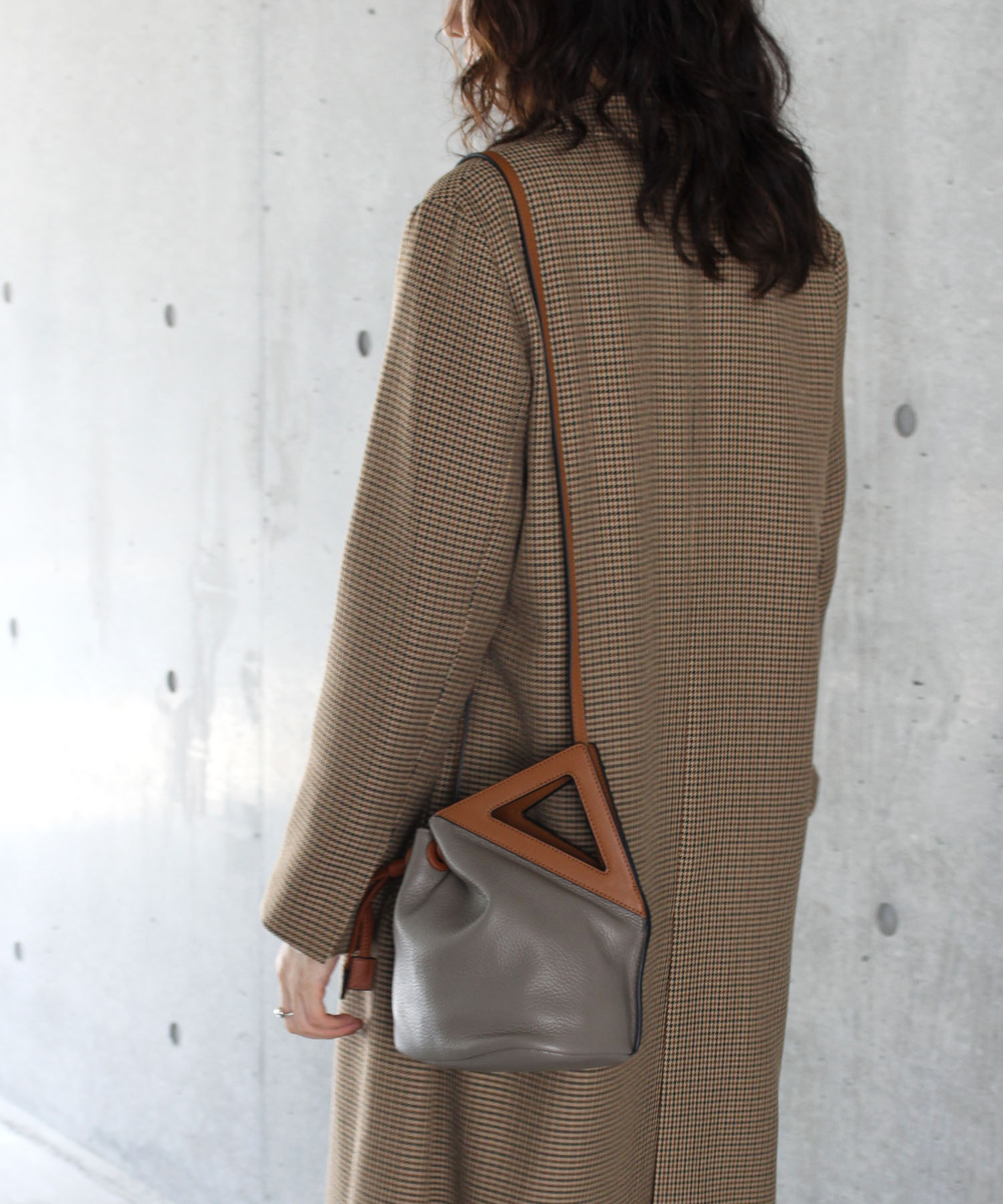 <the dilettante>deformation bag