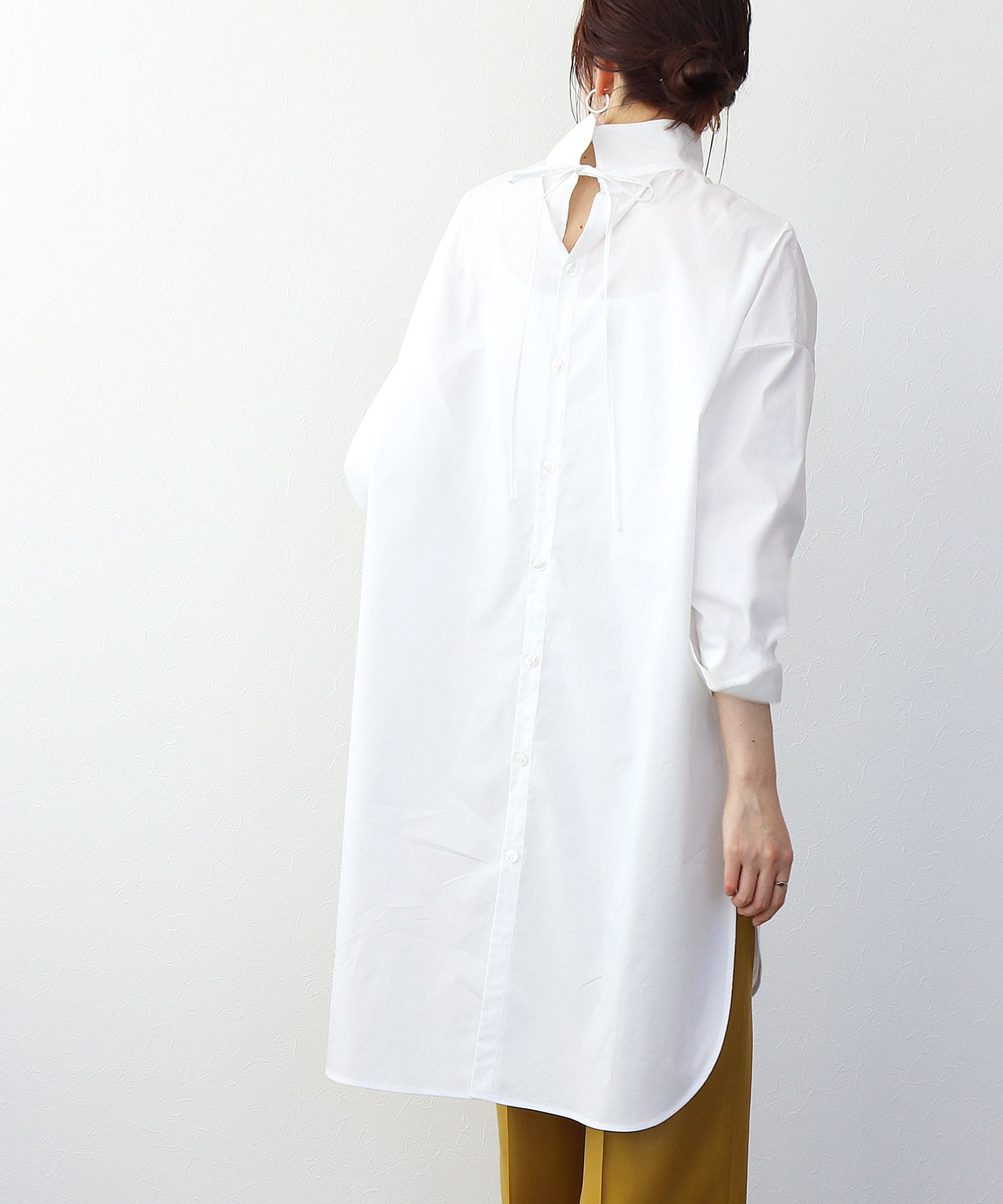 <B7>back ribbon high neck long blouse