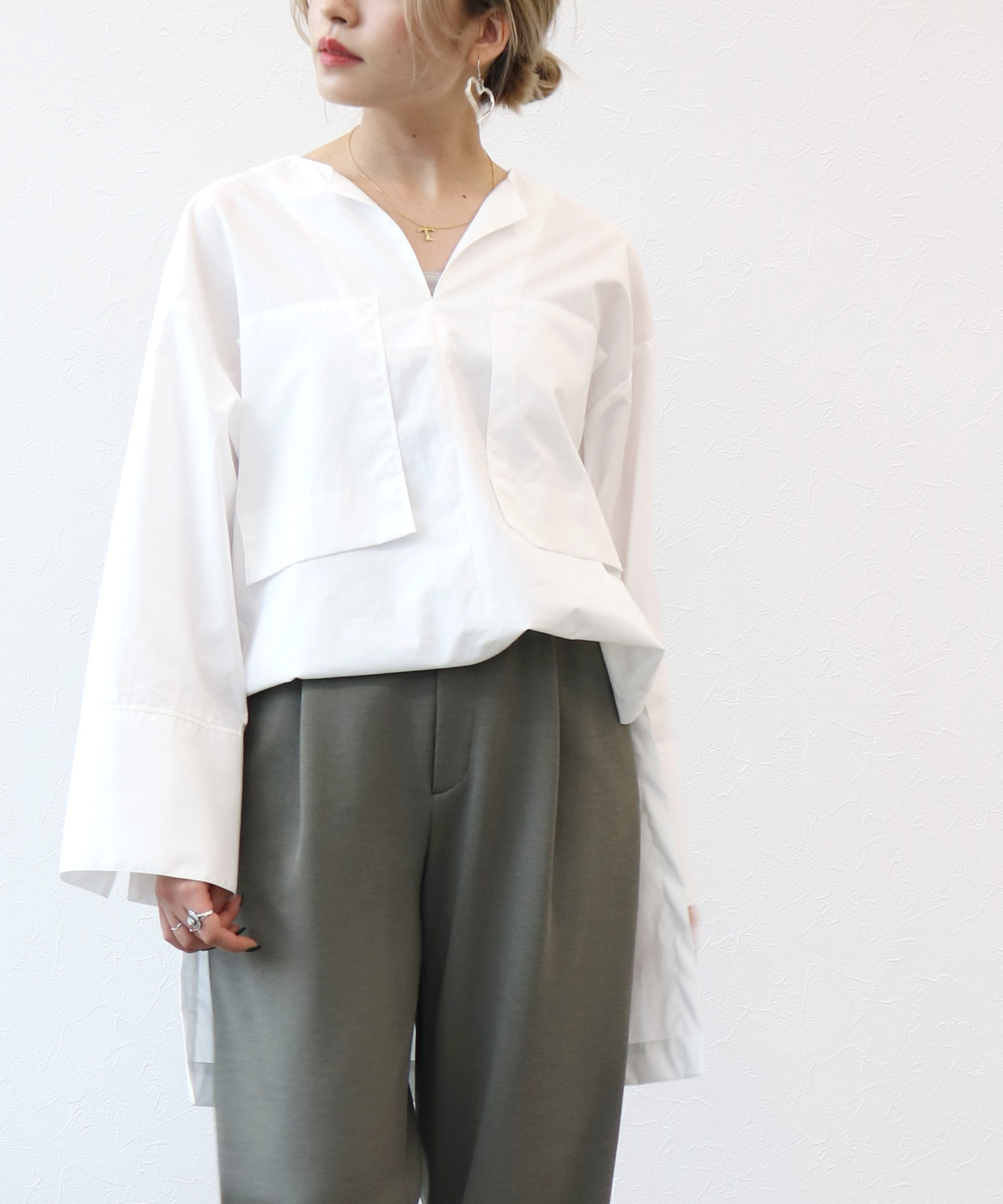 <B7>typewhiter pocket blouse