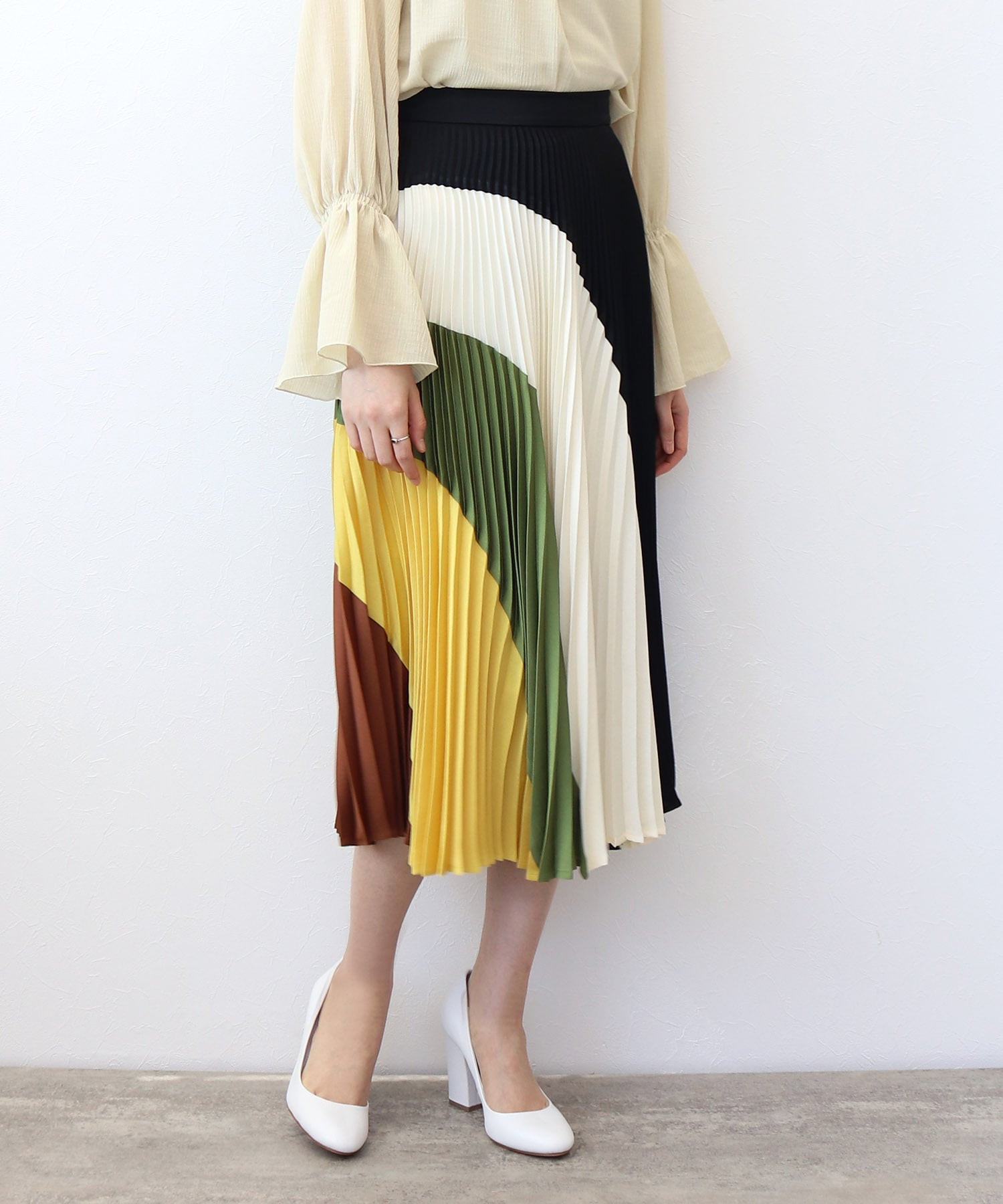 <SUOLI>multicolor pleats skirt
