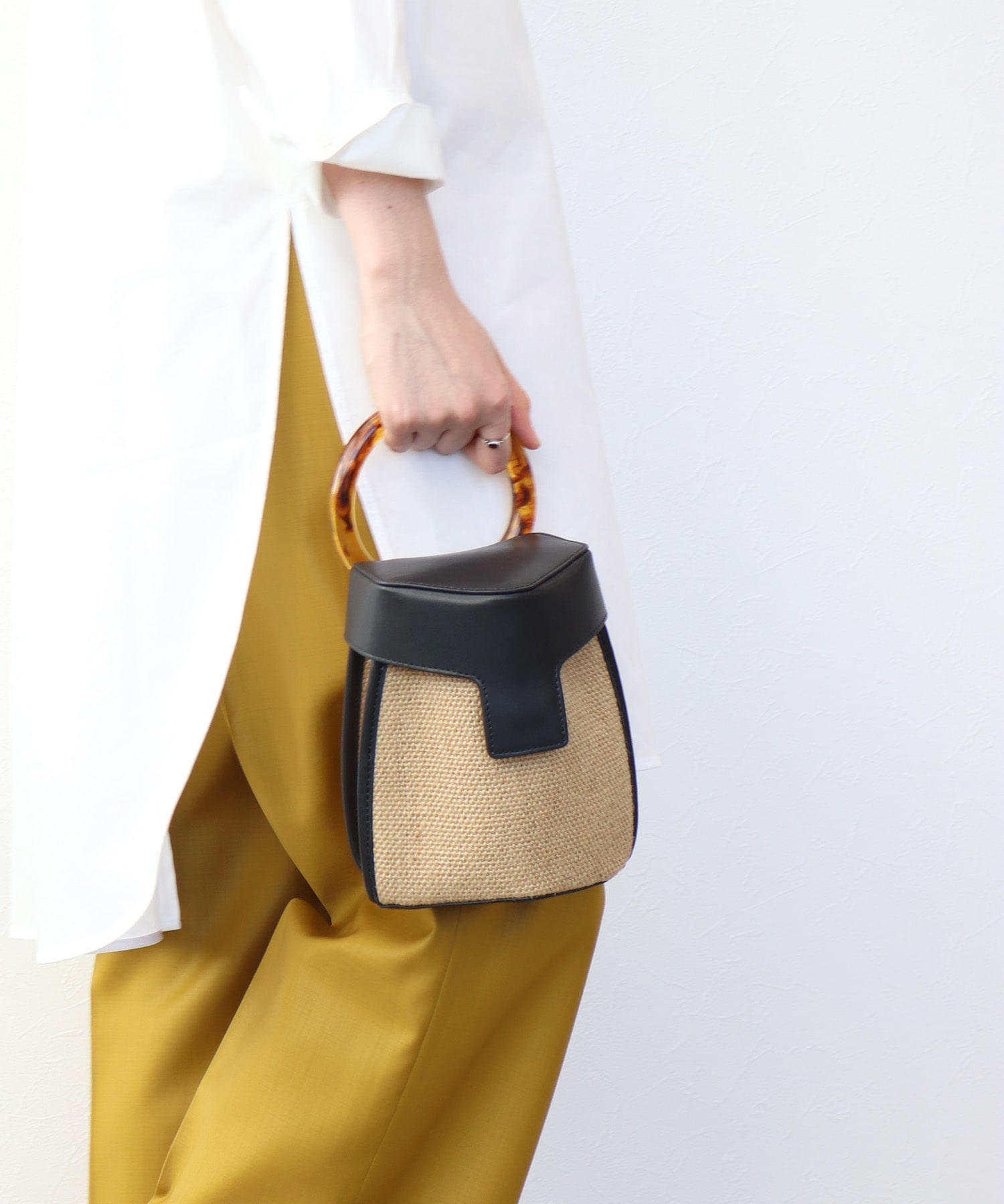 <the dilettante>pentagon cover shoulder bag