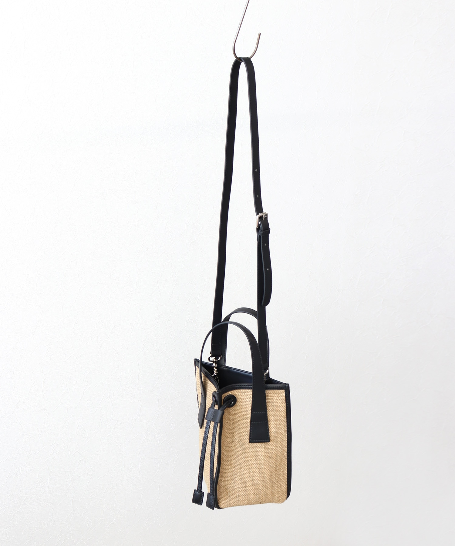 <the dilettante>triangle shoulder tote bag