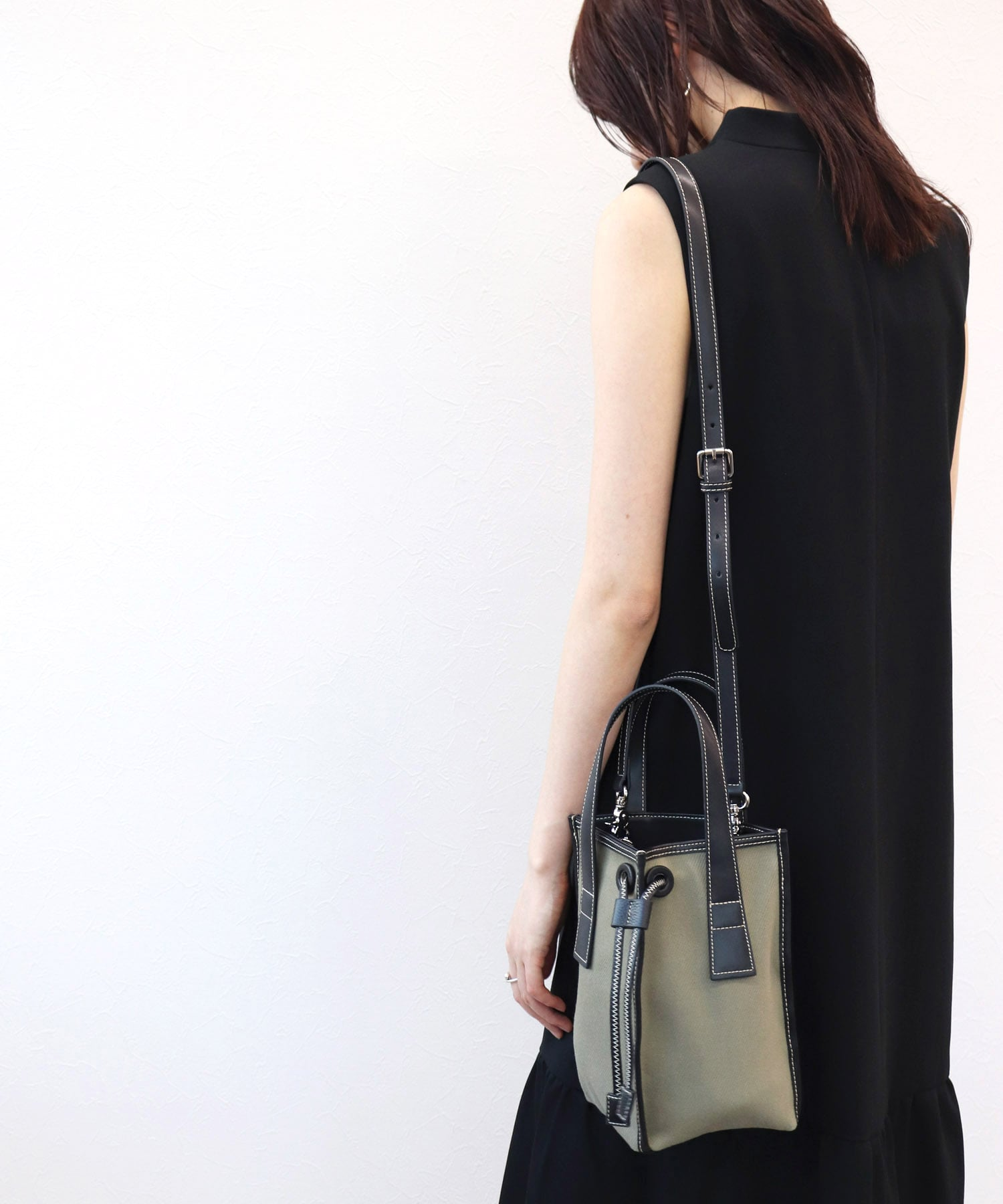 <the dilettante>triangle shoulder tote cambas bag