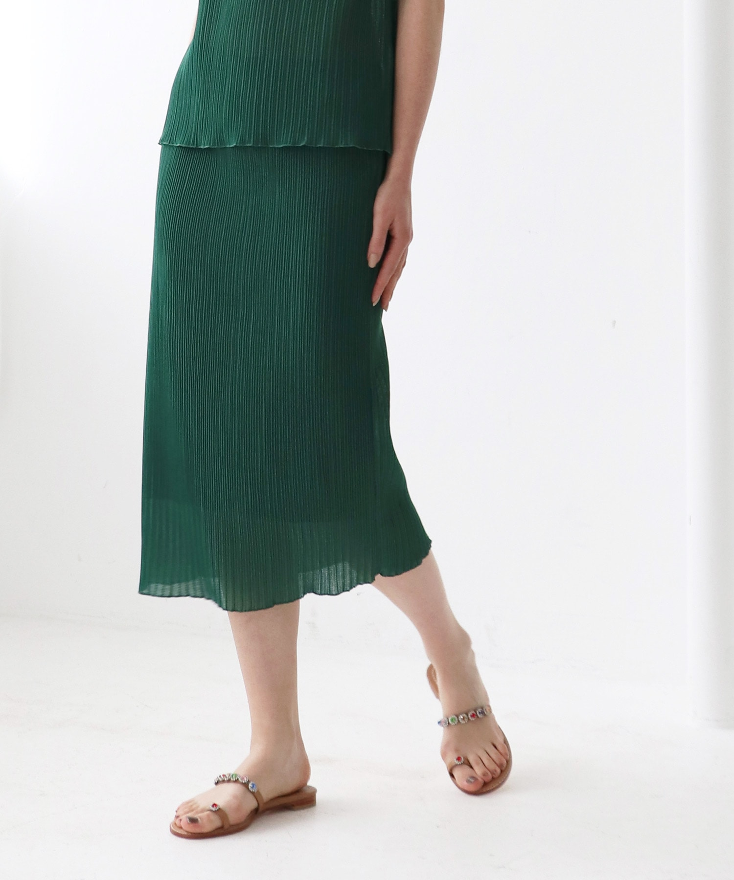 pleats set up tight skirt